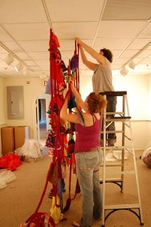 ©2009 Lindsay Obermeyer the wonder women installing