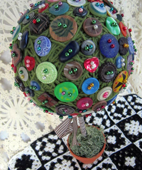 ©2011 Lindsay Obermeyer Button Topiary