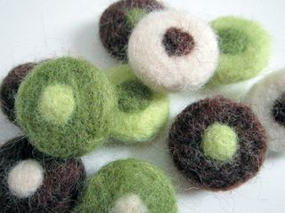 ©2012 Lindsay Obermeyer felted beads