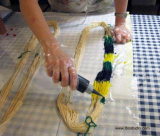©2012 Lindsay Obermeyer Tie dye yarn