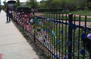 ©2012 LIndsay Obermeyer, Rogers Park Is Blooming, Street Art, Yarn Bombing, Yarn Storming