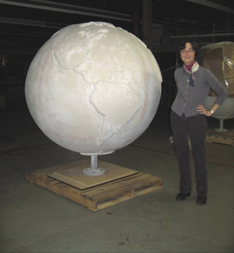 C_lindsay_obermeyer_cool_globe_1