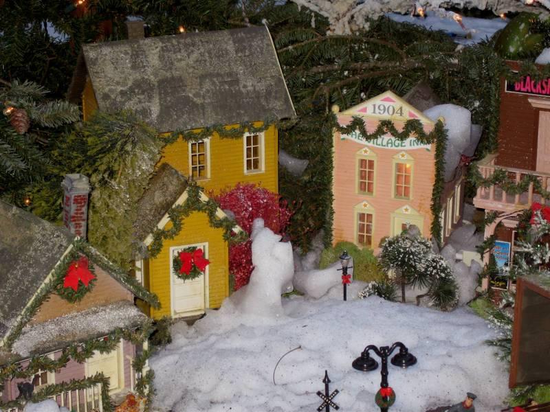 C_lindsay_obermeyer_miniature_village
